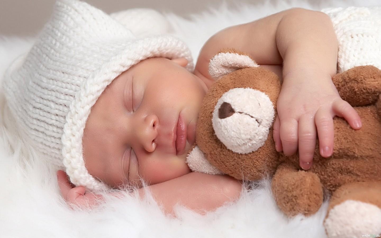 Развитие ребёнка в 8 месяцев.